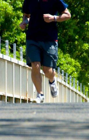ジョギングは朝やるべきか、夜やるべきか