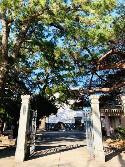萩高校正門
