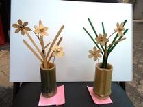 縮小 竹でスイセンの花
