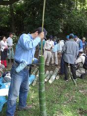 080601竹水筒の穴明け