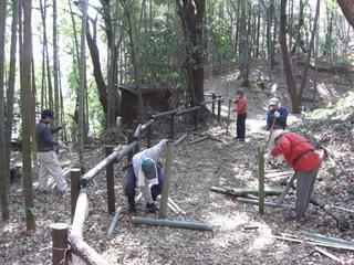 080309第9回竹林管理コース 筍の保護竹札作り3