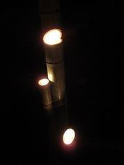 080525厳島 縦3本型配置の竹灯篭