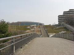 080312遊歩道、左右対称の大階段、横浜国際プール