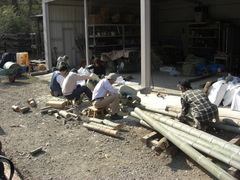 080308こどもの国竹灯籠製作丸のこ2台組