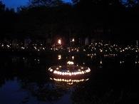 080525厳島 水上の蓮模様竹灯篭