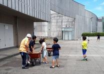 夏の国際竹細工・水鉄砲教室