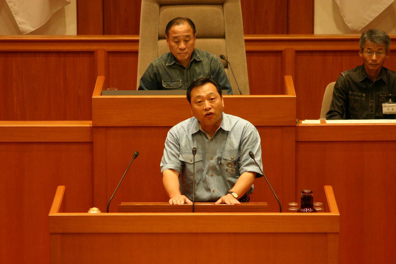 IMG_9083 9月8日に9月議会が開会されました。 今年もジーンズ議会として開催され...