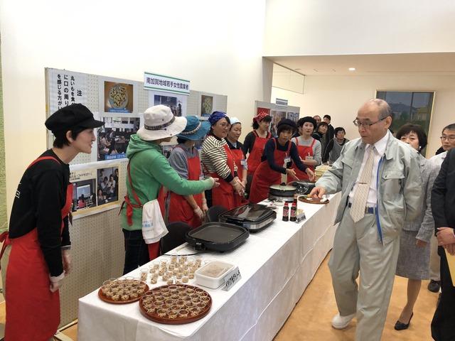 石川県知事にイタリア米グラノーラ食べてもらいました