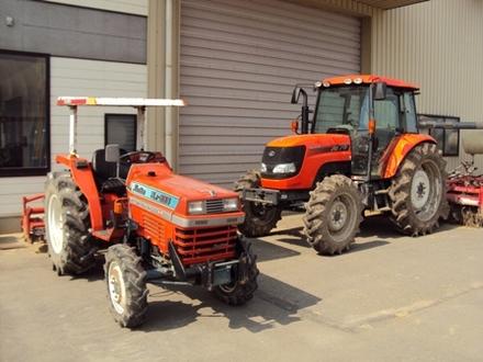 新旧トラクター