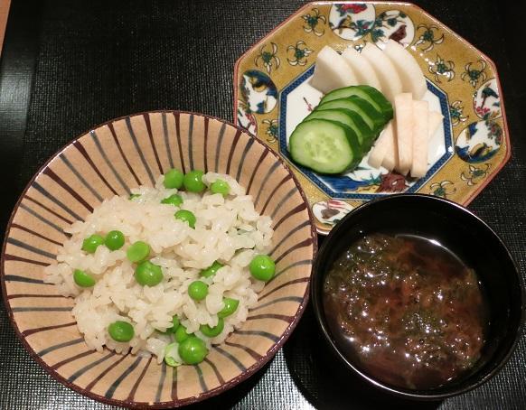 豌豆豆御飯と黒芽の赤出汁