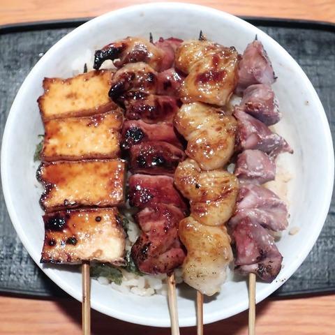 焼鳥丼(遊鶏)700