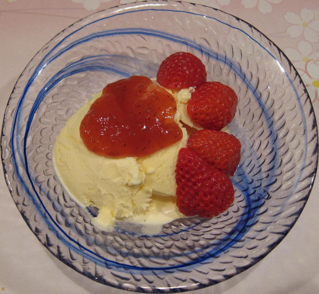 苺・バニラアイスクリーム