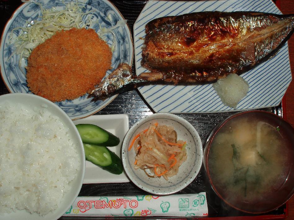 日替り定食(メンチ&秋刀魚)