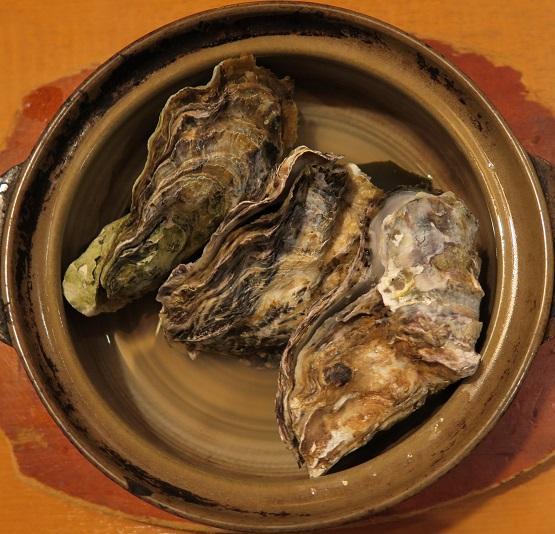 殻付き牡蠣の酒蒸し