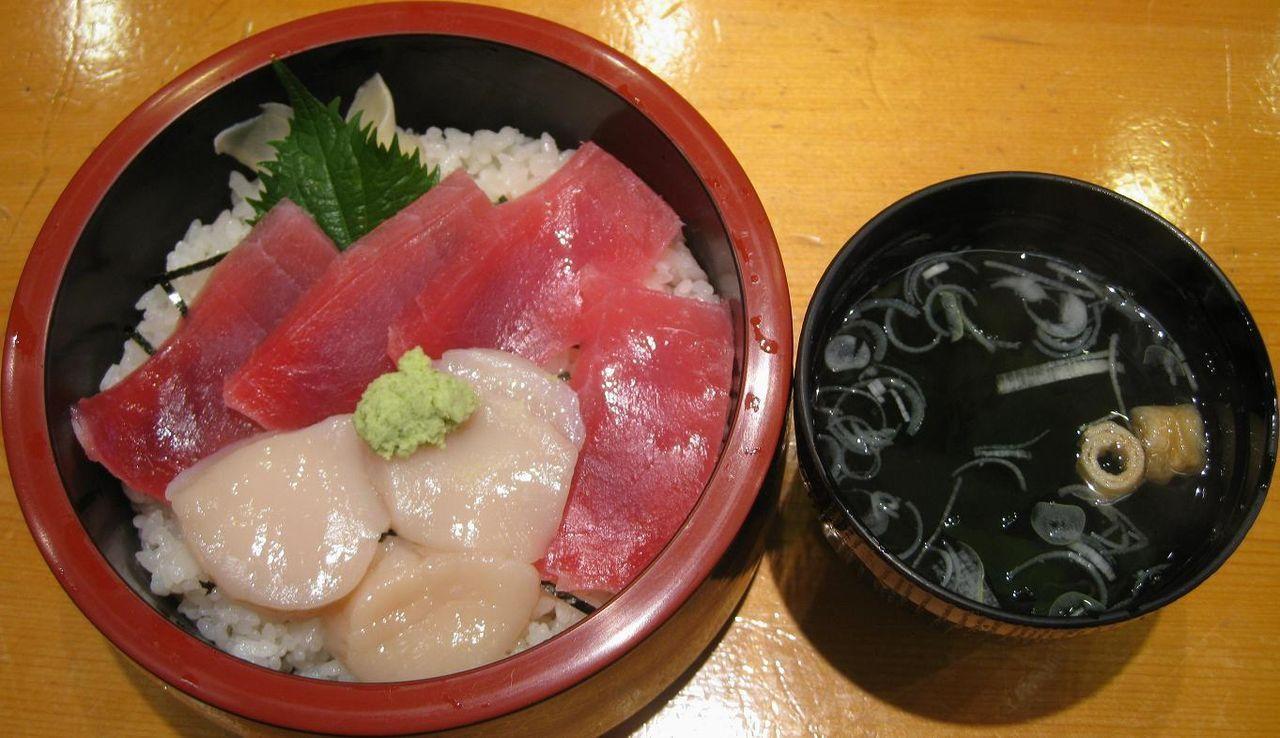 マグロ・ホタテ丼(吸物付)