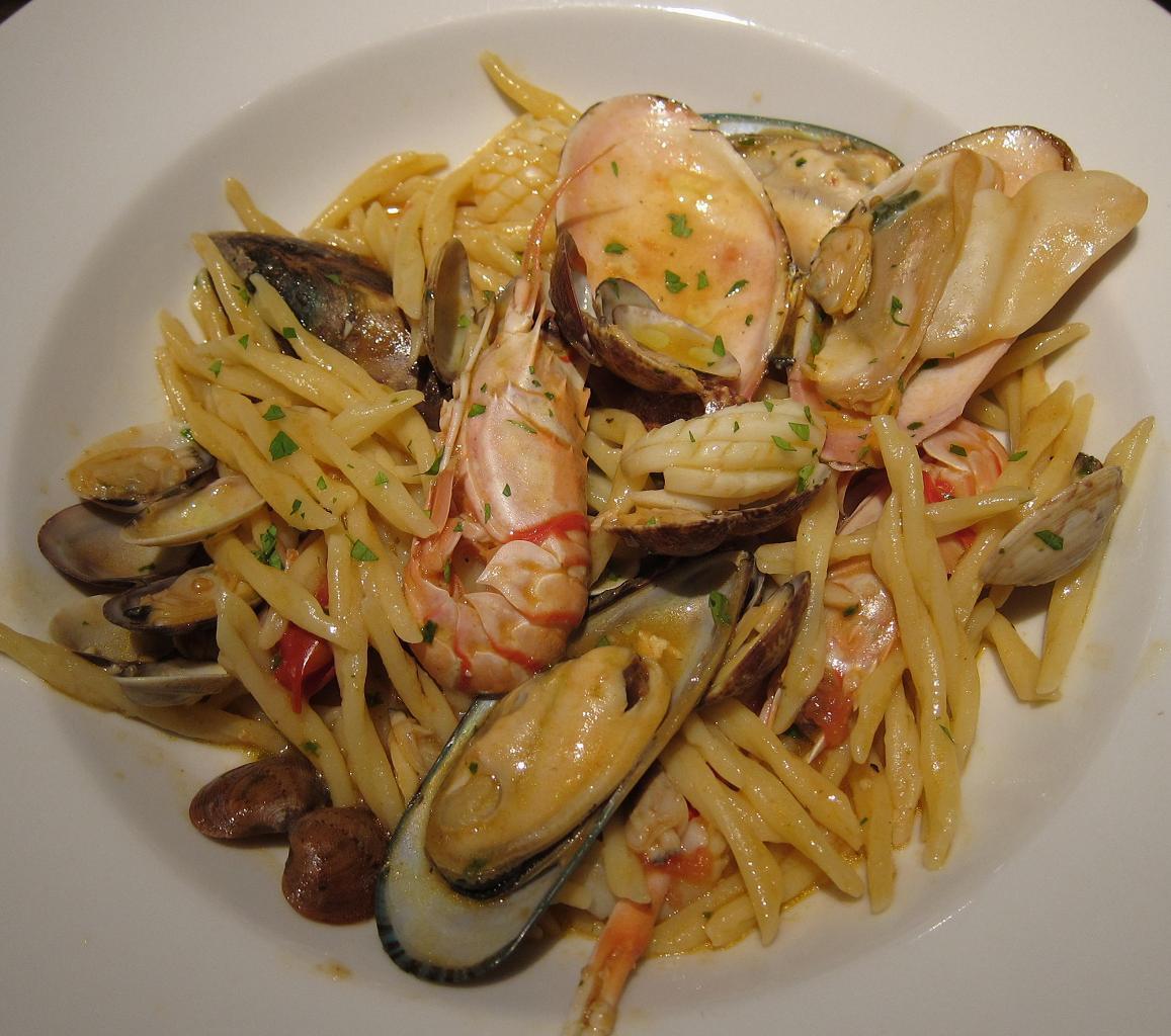 海の幸とポモドリーニのバジリコ風味