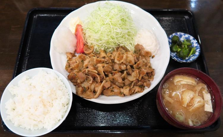 御飯・味噌汁・キャベツお替り無料サービス
