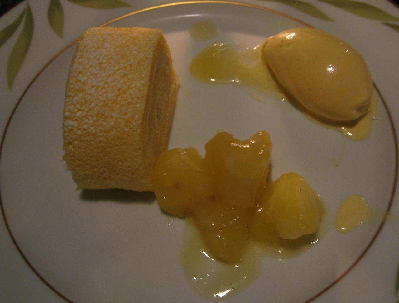 島パインのロールケーキ