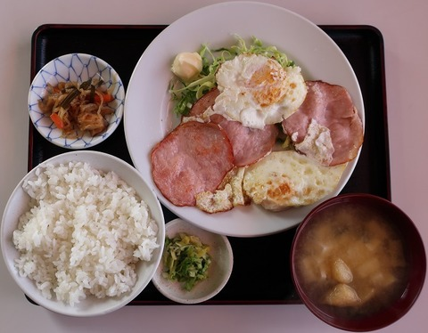 ハムエッグ定食(けやき台)730