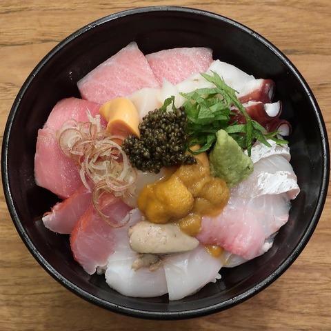 海鮮丼中(北海道物産)