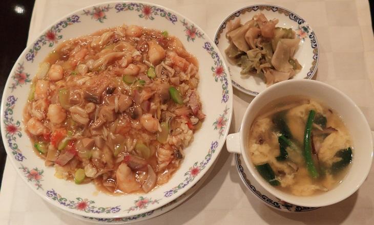 野菜と卵のスープは昼のサービス