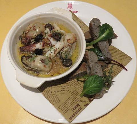 牡蠣とアオリイカのアンチョビガーリック(清風堂)880