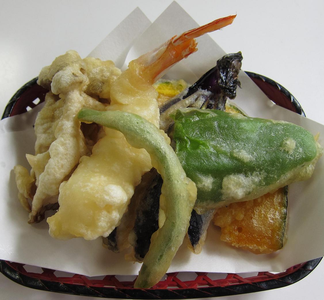 天ぷらに塩が付いてます