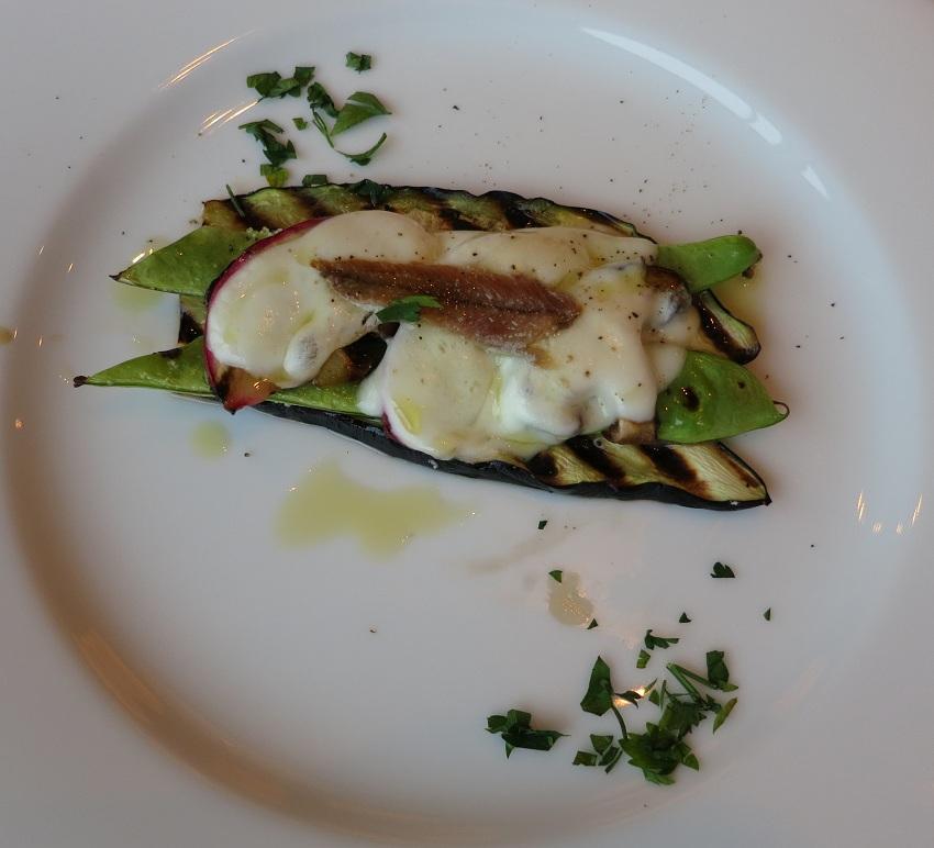 えんどう豆と水牛乳モッツァレラチーズのオーブン焼き