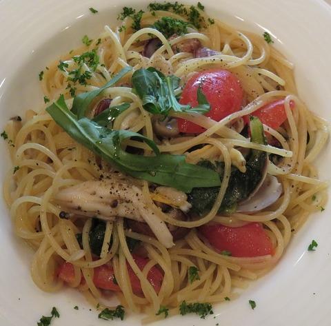 旬のあさりと生トマトのパスタ