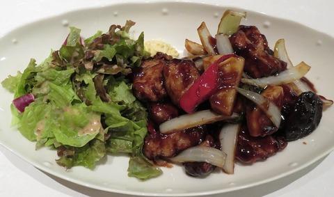 豚ヒレ肉の黒酢酢豚1600