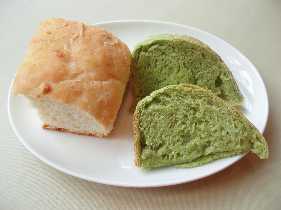 じゃが芋と胡桃のフォカッチャ、ほうれん草のパン