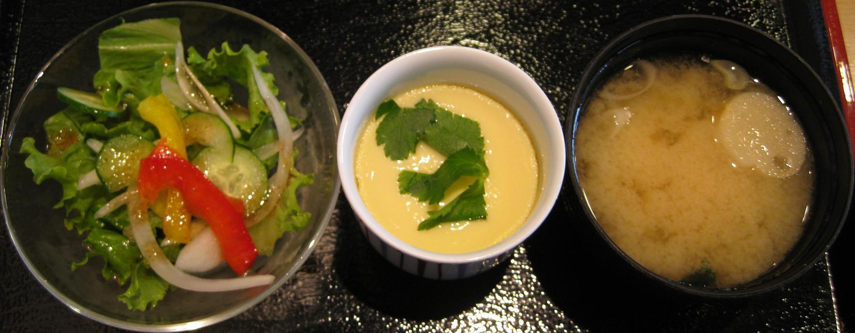 サラダ・茶碗蒸・味噌汁
