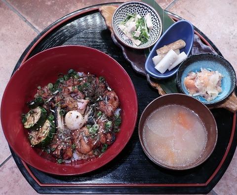 焼鳥丼定食(かもしや)1500