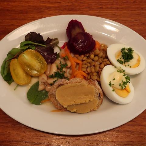 野菜と豆の盛り合せ(航旅莉屋)