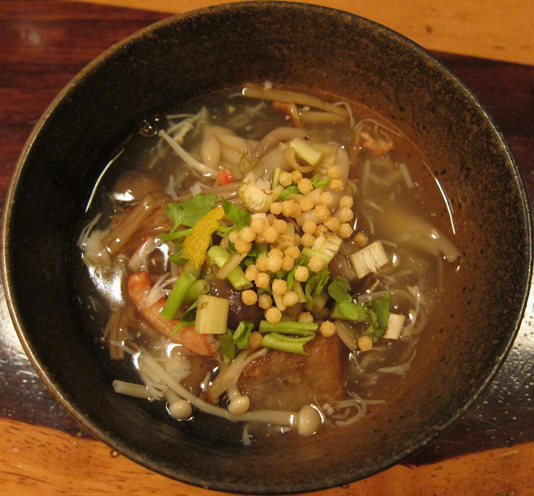 手作り蓮根餅と里芋・蟹・三つ葉のあん掛け