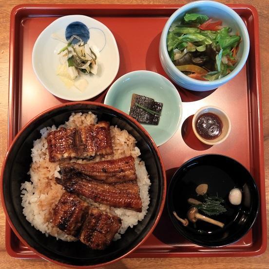 骨煎餅・肝吸・漬物・サラダ・小鉢付