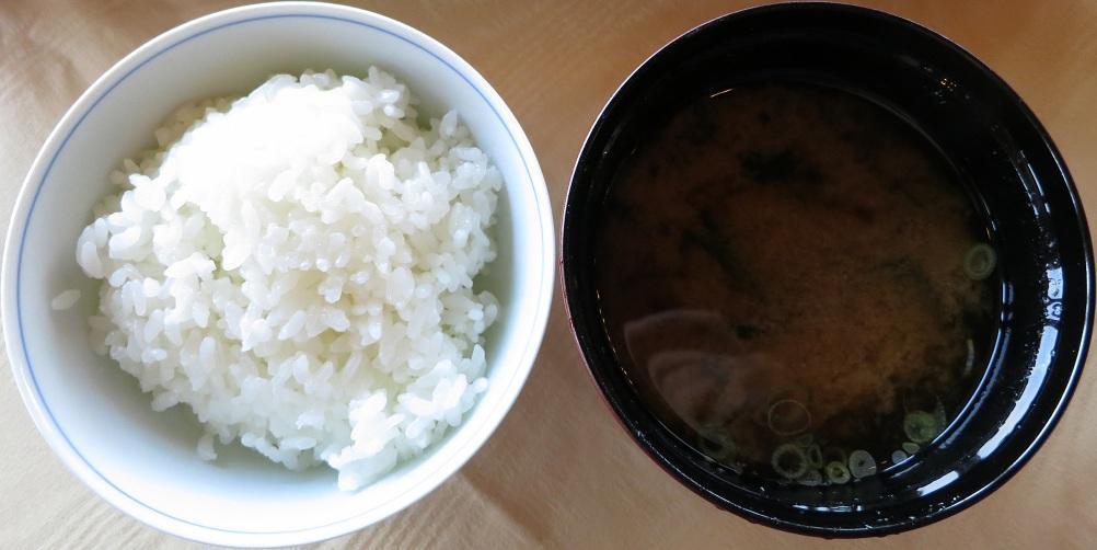 御飯・味噌汁