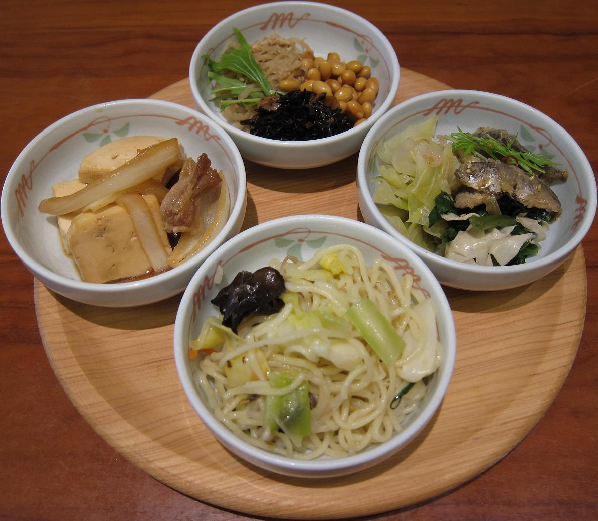 塩焼きそば・肉豆腐・ひじき・煮豆・切干大根・煮キャベツ