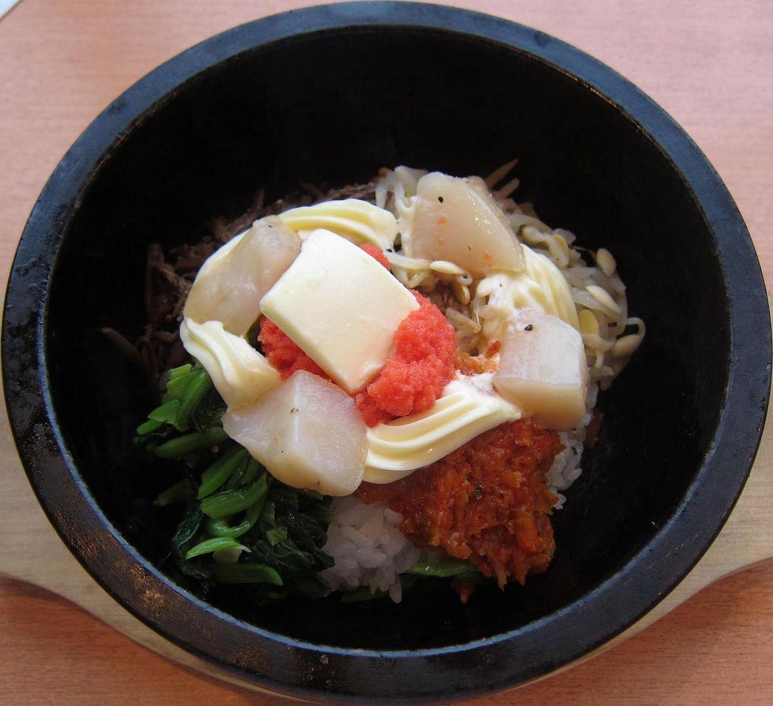 明太子とホタテの石焼丼(掻き混ぜ前)