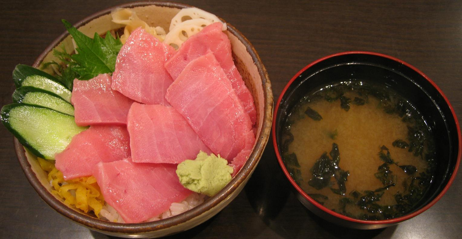 本マグロ中トロ丼 with 味噌汁