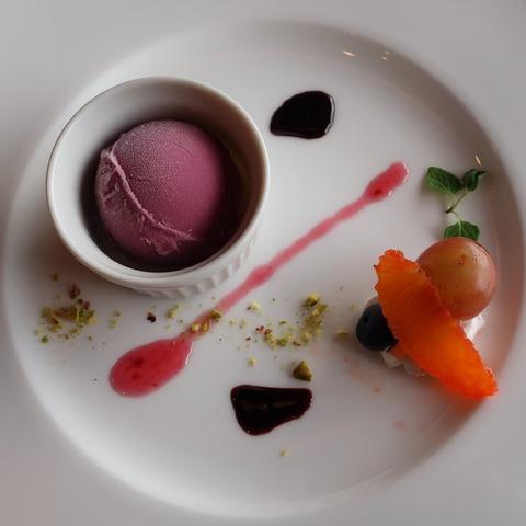 季節のアイスクリーム フルーツ添え(加賀)
