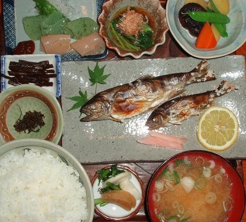 天然山女魚定食(たちばな家)