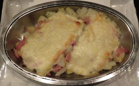 ジャガイモとベーコンのチーズ焼520