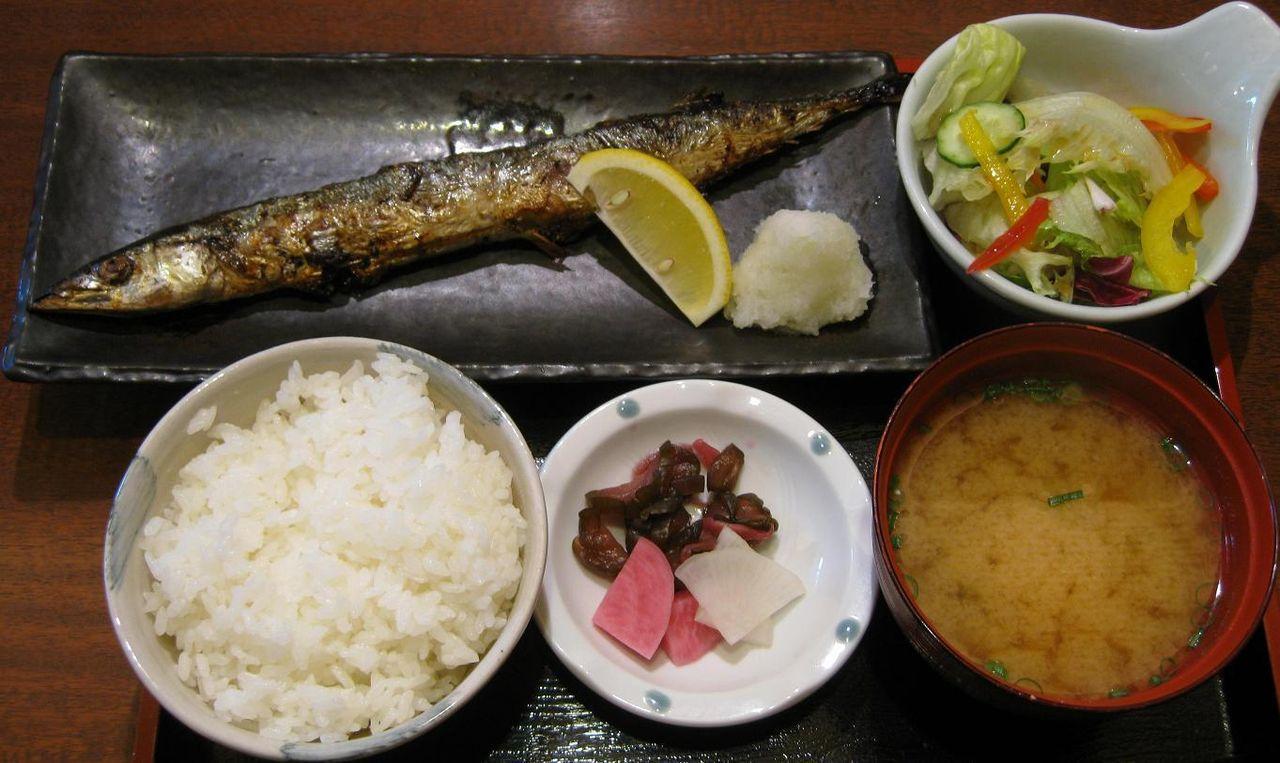 秋刀魚塩焼定食