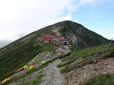 五竜山荘を見下ろす