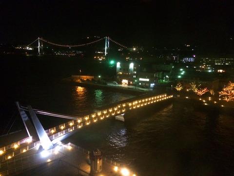 門司港ホテル窓から海峡