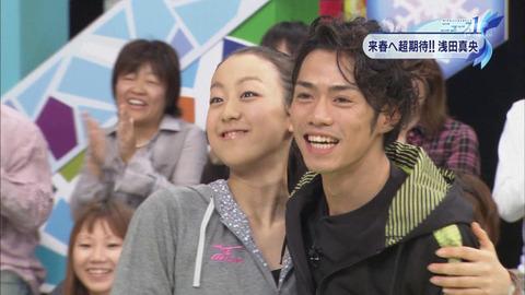 asada-mao-takahasi-daisuke-hug