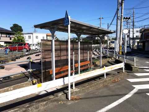 中里団地バス停の屋根補修