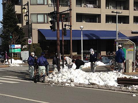 職員による雪かき