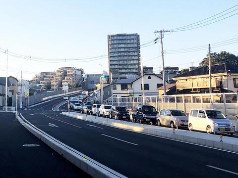 渋滞する安松交差点付近